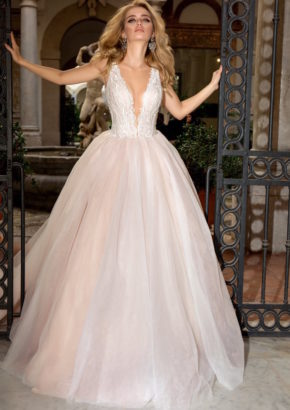 Louise-Sposa-wisteroa-v-neck-princess-wedding-dress-01