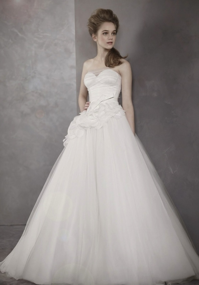 White by vera wang elegant wedding dress with beautiful for Vera wang rental wedding dresses