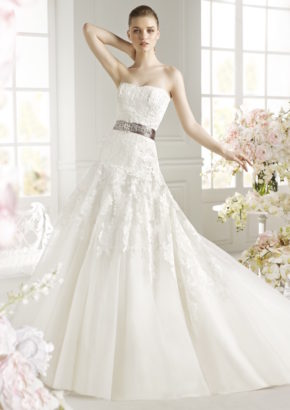 avenue diagonal - strapless A-line wedding dress for rent - hong kong-01
