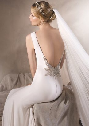 la-sposa-hong-kong-harlow-mermaid-crepe-wedding-dress-open-back_02
