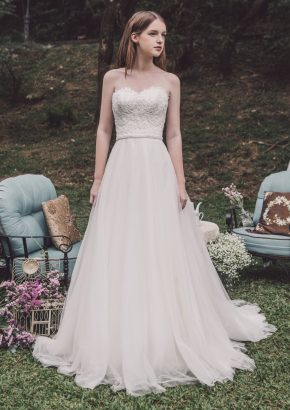 Atelier-Lyanna-embroidered-flowing-tulle-wedding-dress_01
