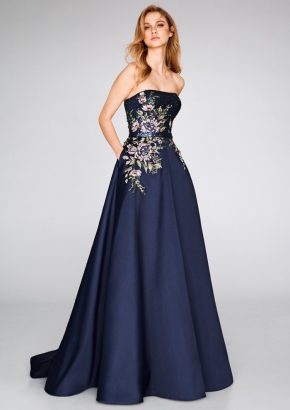 st-patrick-2019-cocktail-8368-embellished-strapless-mikado-flared-evening-gown-with-flowers-01